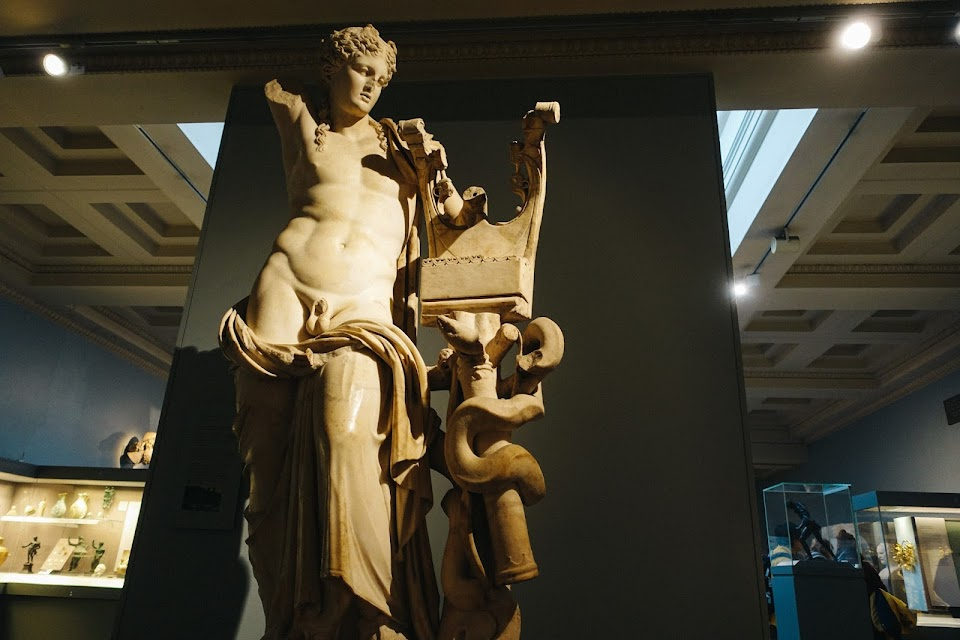 アポローン大理石立像