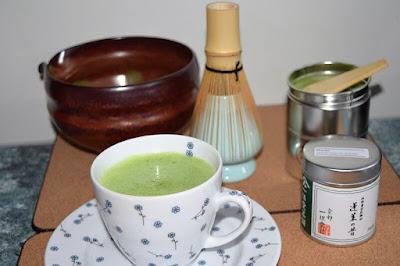Przybory do zrobienia herbaty Matcha