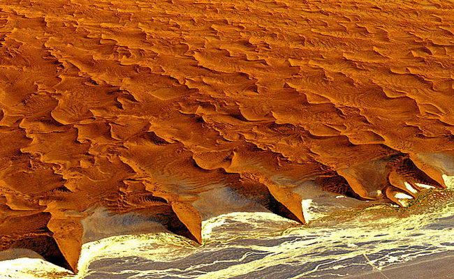 www.xvlor.com Namib-Naukluft National Park is orange wilderness of 49,768 sq km