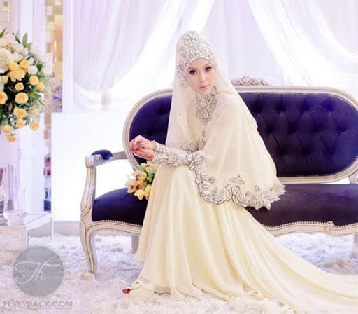 Model desain baju atau gaun pengantin modern untuk wanita