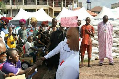 Shocking: Ikpeazu Visits Osisioma LGA, Shares 1 bag of fertilizer to each community