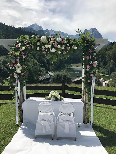 Tor zu den Bergen, Traubogen am See, 4 Hochzeiten und eine Traumreise 2.0 im Riessersee Hotel Garmisch-Partenkirchen, Traumlocation am See in den Bergen, 2017