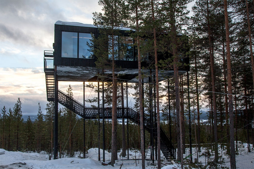 01-Snøhetta-The-7th-Room-Cabin-Architecture-on-Stilts-www-designstack-co