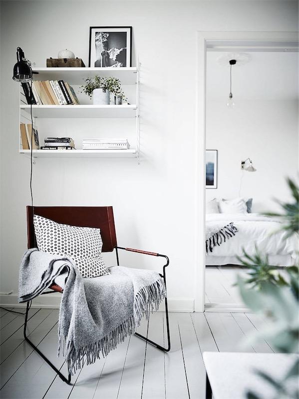 zona de lectura con silla de cuero chicanddeco