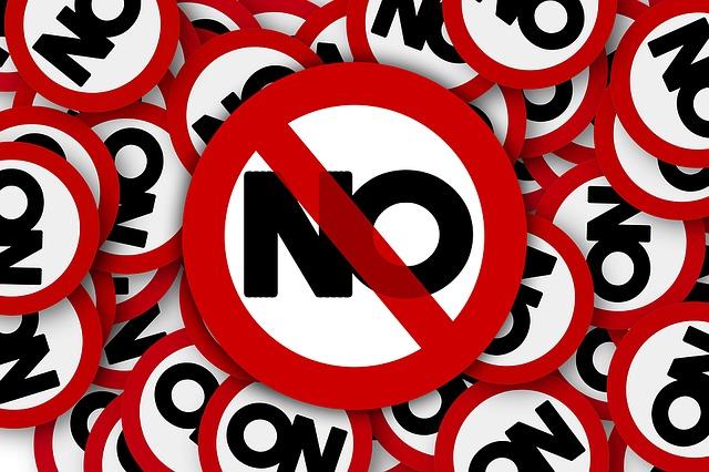 Letreros con la palabra No