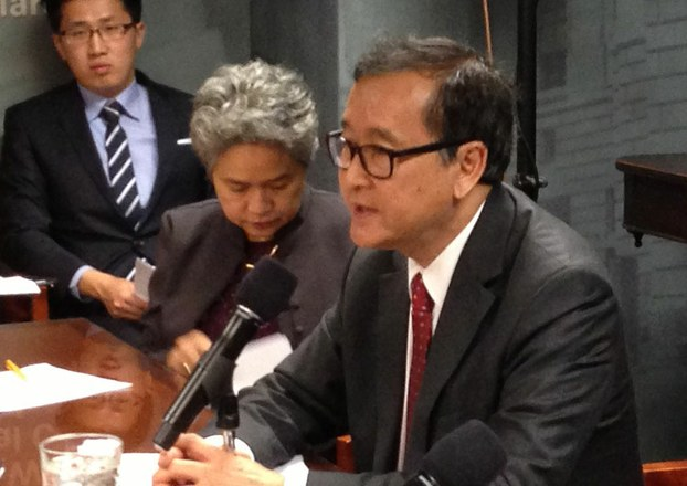 Sam+Rainsy+at+rountable+on+08May2013+(RFA).jpg