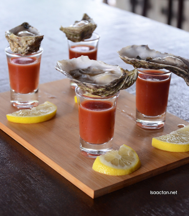 Oysters served on a platter
