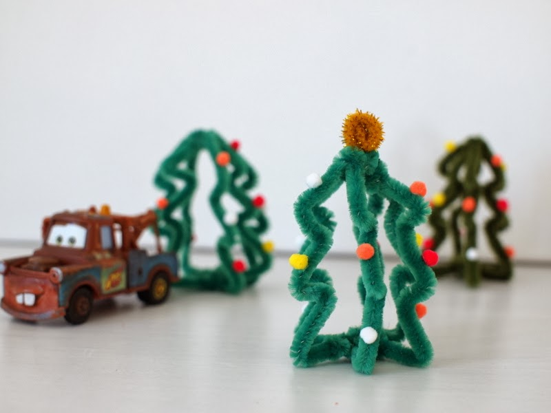 Pipe Cleaner Christmas Trees.Make Mini Christmas Trees From Pipe Cleaners And Cardboard