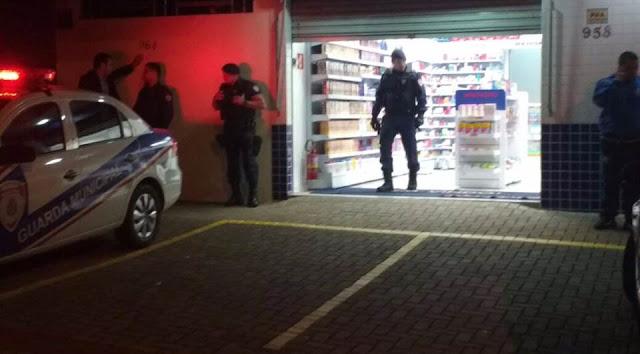Presidiário é morto por Guarda Municipal durante assalto a uma farmácia em em Londrina (PR)
