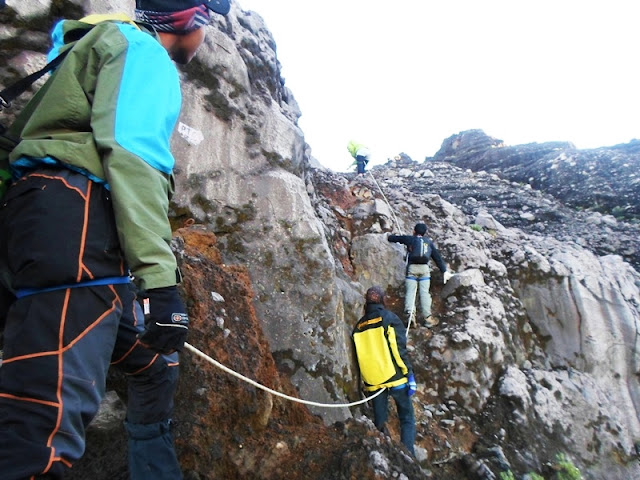 http://www.manusialembah.com/2015/08/pendakian-puncak-sejati-gunung-raung.html