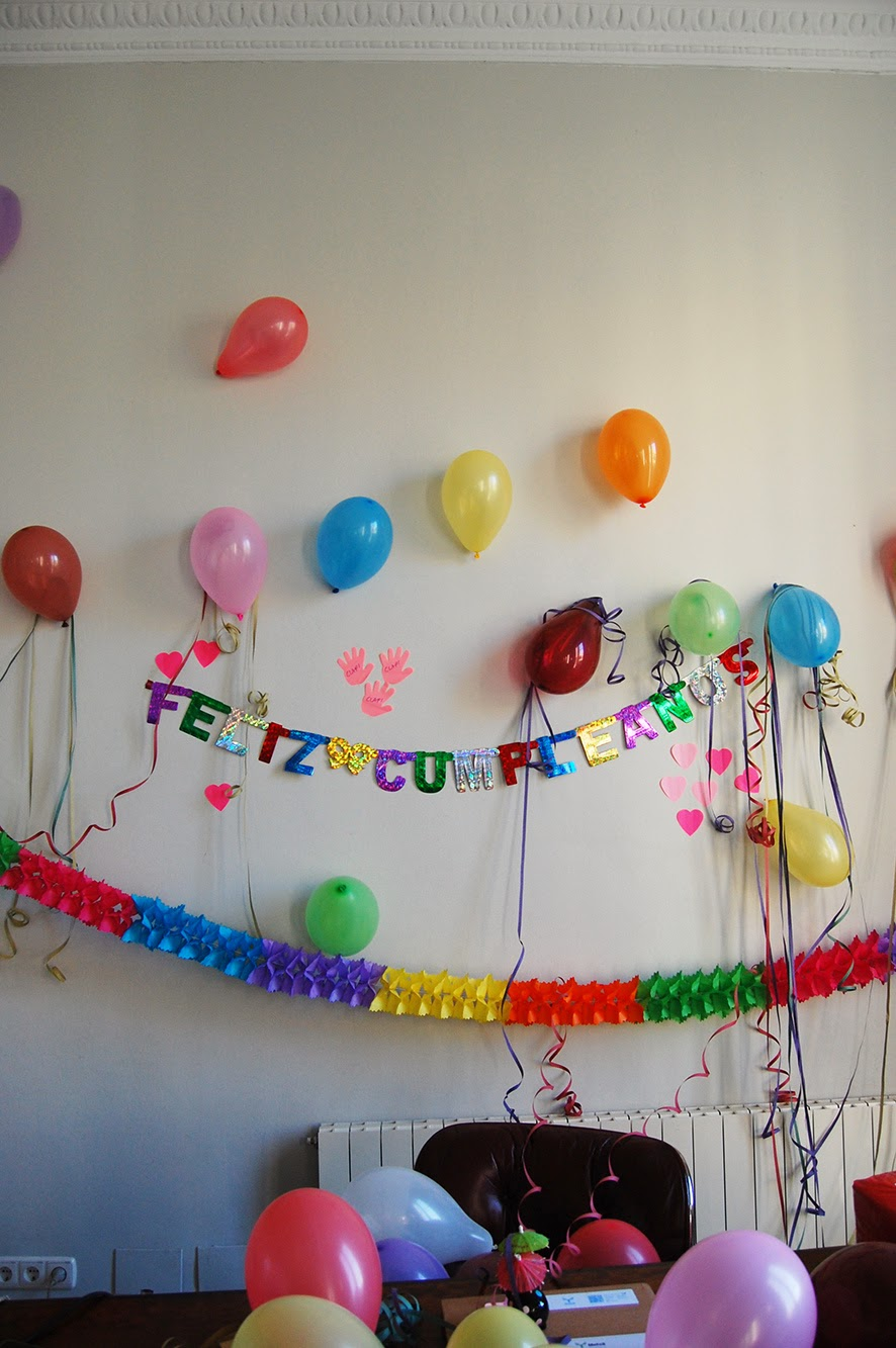 Un d a en la casa de carlitos y patricia feliz for Cuartos decorados feliz cumpleanos