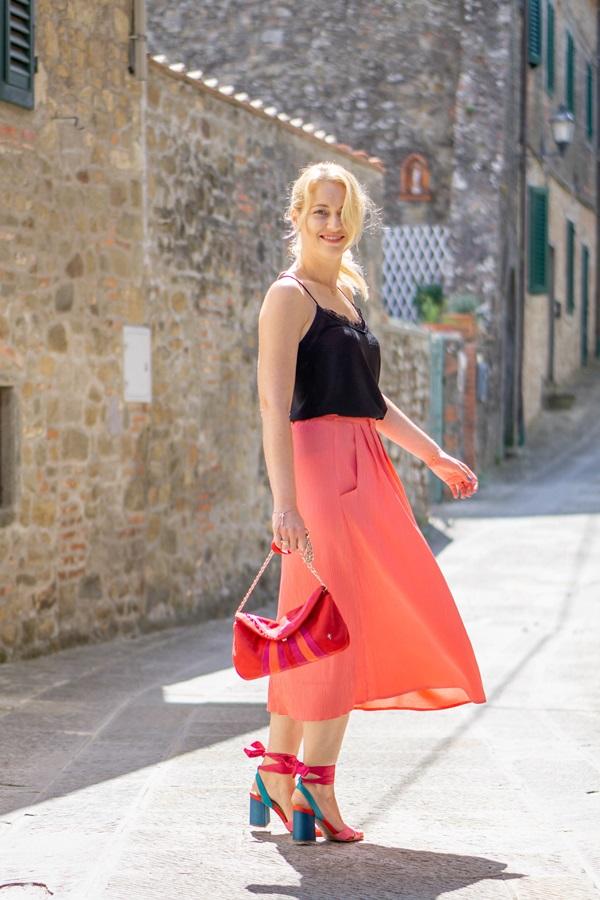 monabyfashion_2_pink_skirt.jpg
