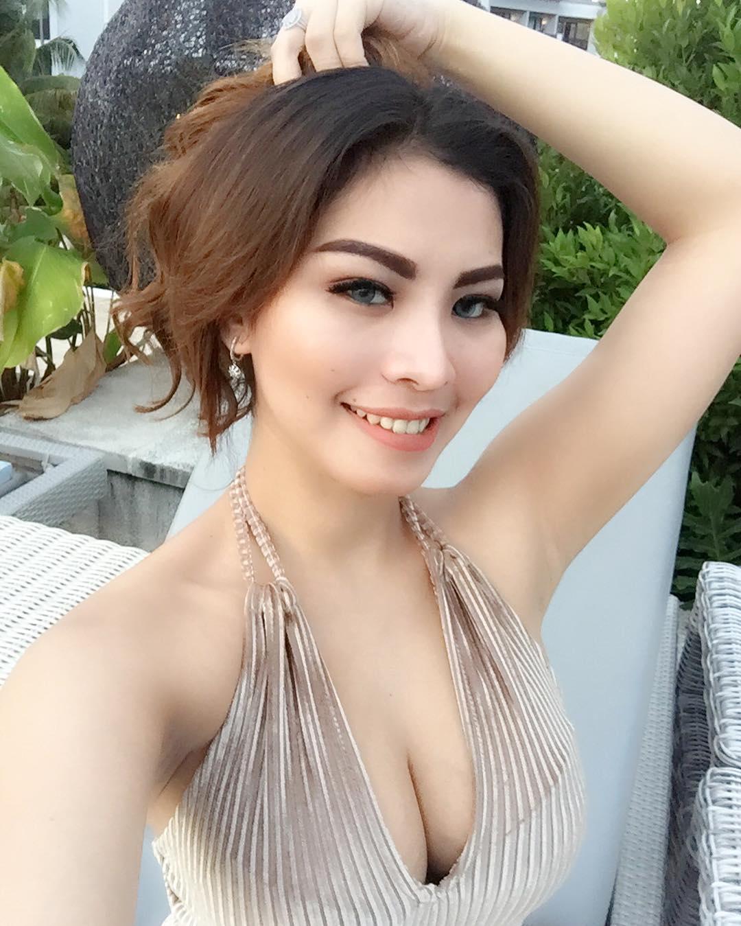 Pricyla Neva Sexy Selfie