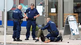 الإرهاب يضرب أوروبا: هجوم بالسكين في فنلندا يسفر عن مقتل شخصين وست جرحى