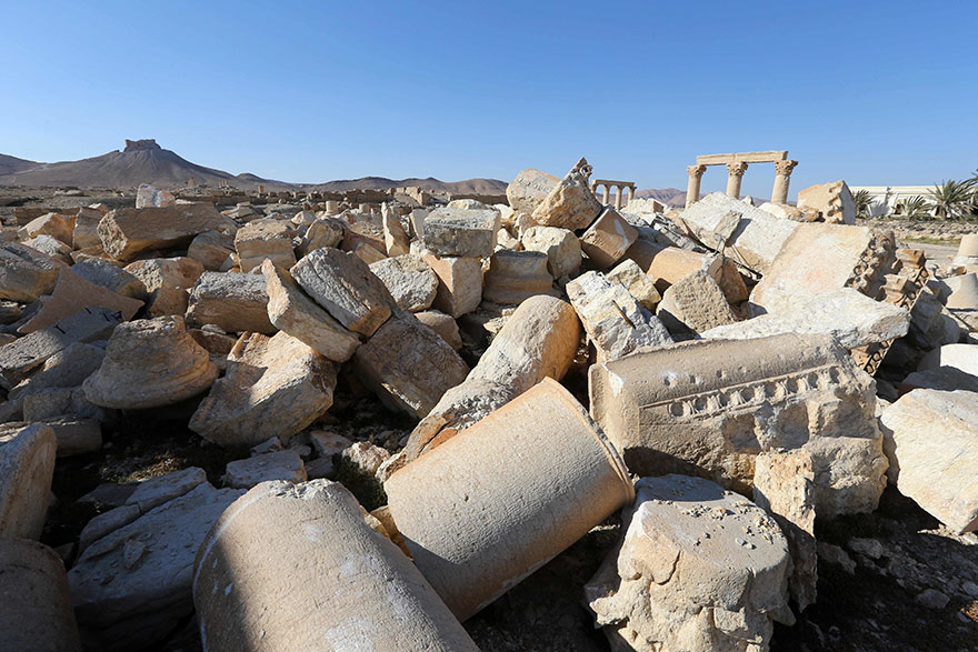 Shocking Pictures Illustrating Syrian Historical Monuments Destroyed By Daesh attacks - Ruins of a statue in the Palmyra museum