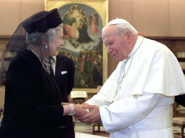 Rainha Elizabeth e Papa