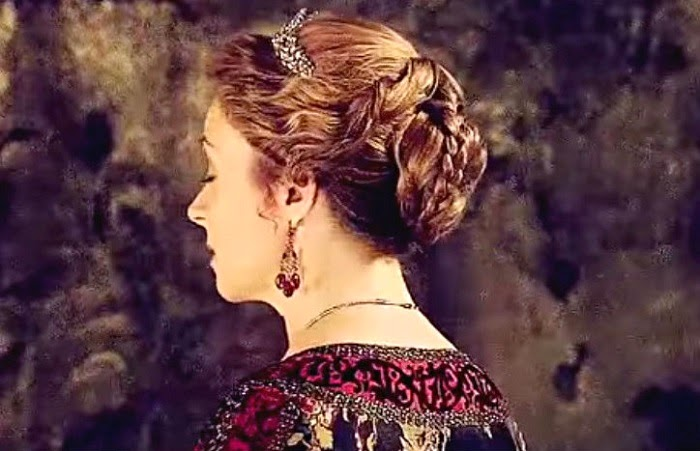catheirne reign hairstyle
