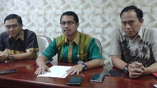 Kajari Surabaya saat meralat berita korupsi KPU Jatim