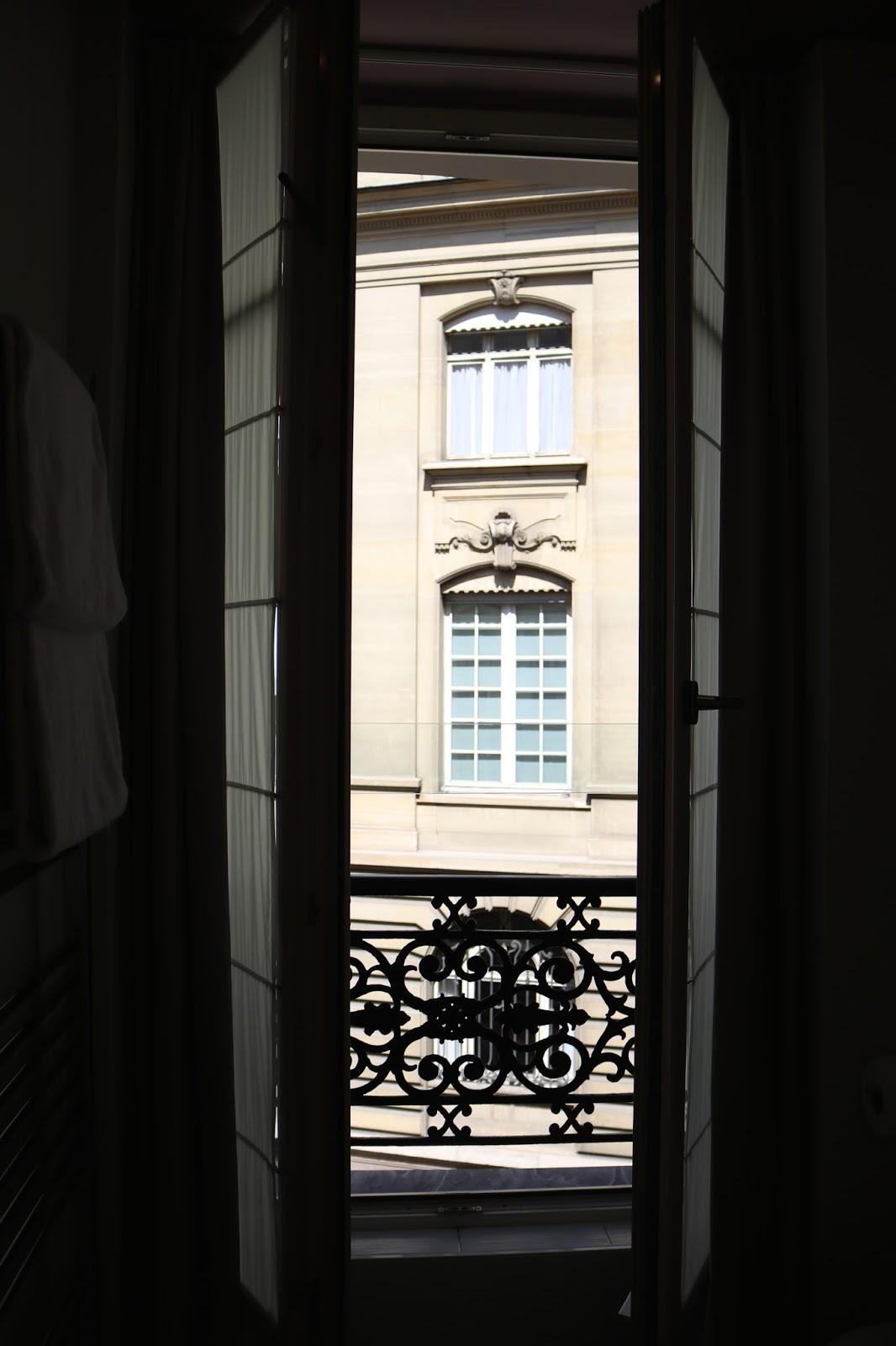 Tolstoii Room, T, Pavillon des Lettres