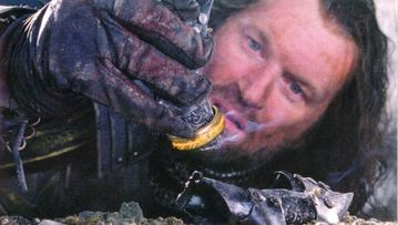Resultado de imagen de Isildur corta la mano a Sauron