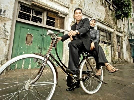 Foto Romantis Naik Sepeda Ontel Nusagates