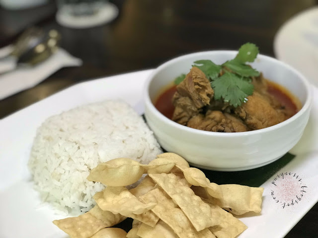 malaysian-chicken-curry-rice-papadam