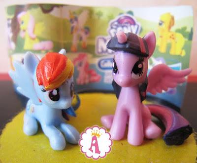 Какие игрушки в бутылках с клубничным напитком Май Литл Пони