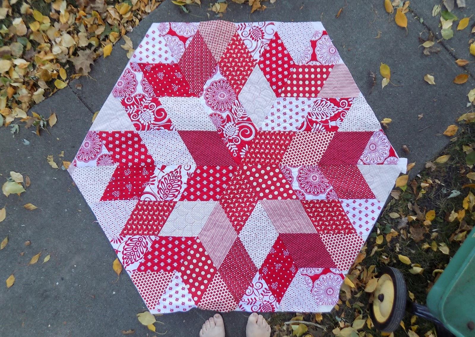 Sewn By Leila Gardunia: Hexagonal Christmas Tree Skirt