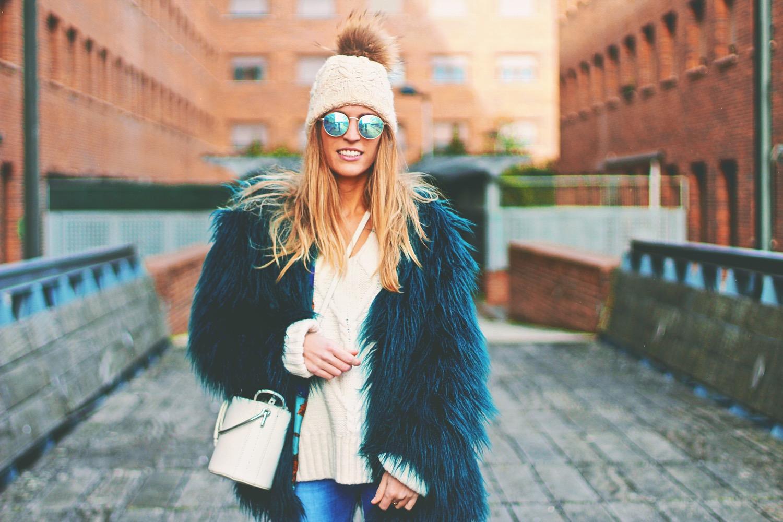 como llevar abrigo de pelo
