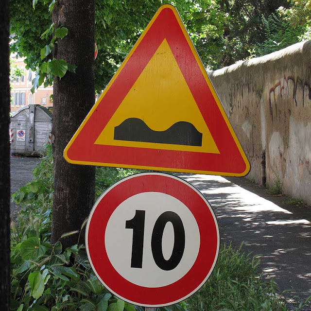 Ten-kilometer speed sign, viale Marconi, Livorno