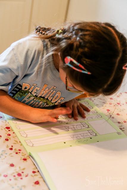 Jolina macht Hausaufgaben