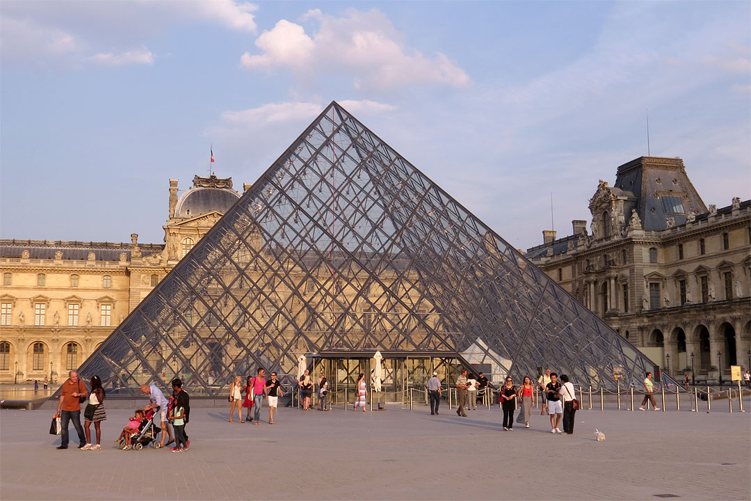 Daily photo stream january 2016 - Pyramide du louvre pei ...