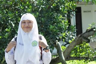 Pelajar MAI At tanwir Talun Sumberejo yang sedang proses berangkat sekolah