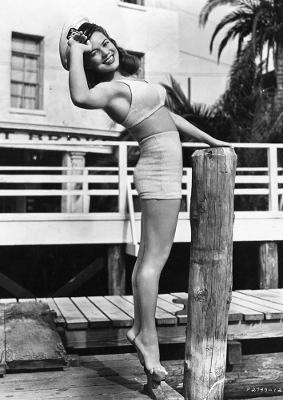 https://pics.wikifeet.com/Dona-Drake-Feet-1940321.jpg
