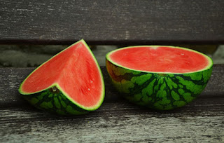 Buah semangka merupakan buah yang mempunyai bentuk yang bundar dan besar 20 Manfaat Buah Semangka Untuk Kesehatan dan Kecantikan