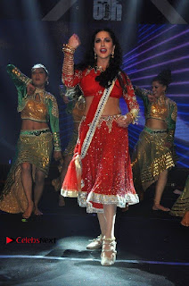 Bollywood Actress Model Sunny Leone Dance Performance in Red Half Saree at Rogue Audio Launch 13 March 2017  0182.jpg