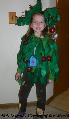 Apple tree Halloween costume for kids at //.amamascorneroftheworld.com  sc 1 st  A Mamau0027s Corner of the World & How to Make an Apple Tree Halloween Costume ~ A Mamau0027s Corner of the ...