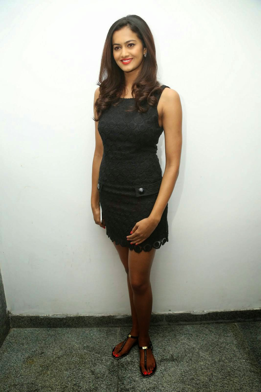 Tollywood Actress Shubra Aiyappa, Shubra Aiyappa Sexy Hot Figure images in Black Dress