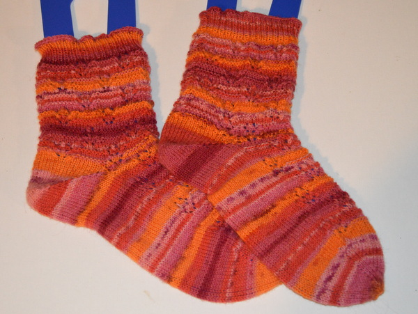 Longing for Spring Socks - Drops Fabel (Sunset)