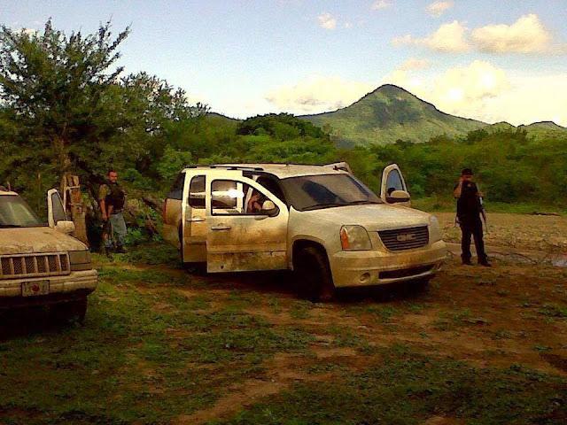 Comandos armados se pasean con cuernos de chivo y R-15 ejecutando personas  en Sinaloa