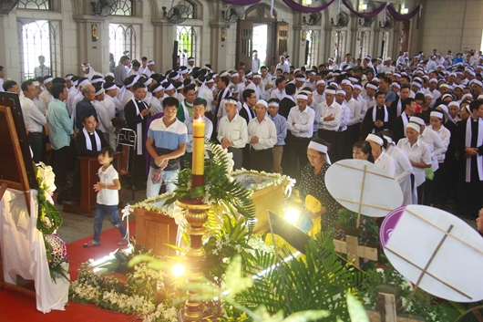 Ngày thứ Ba: Kính viếng và cầu nguyện cho Đức cha Phanxicô Xaviê Nguyễn Văn Sang - Ảnh minh hoạ 22