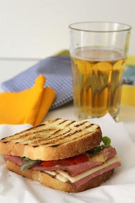 toast con pastrami