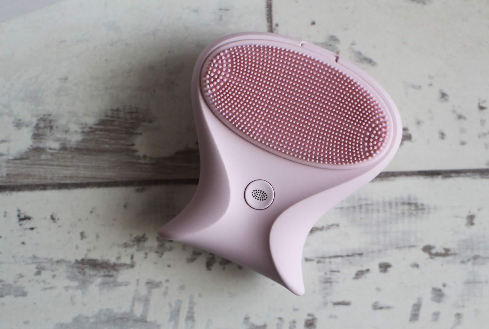 BeGlow Pura Skinsense Sonic Cleansing Brush
