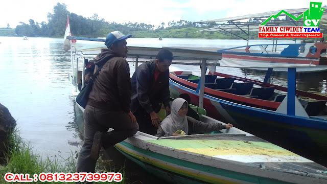 Naik Perahu di Situ Patenggang