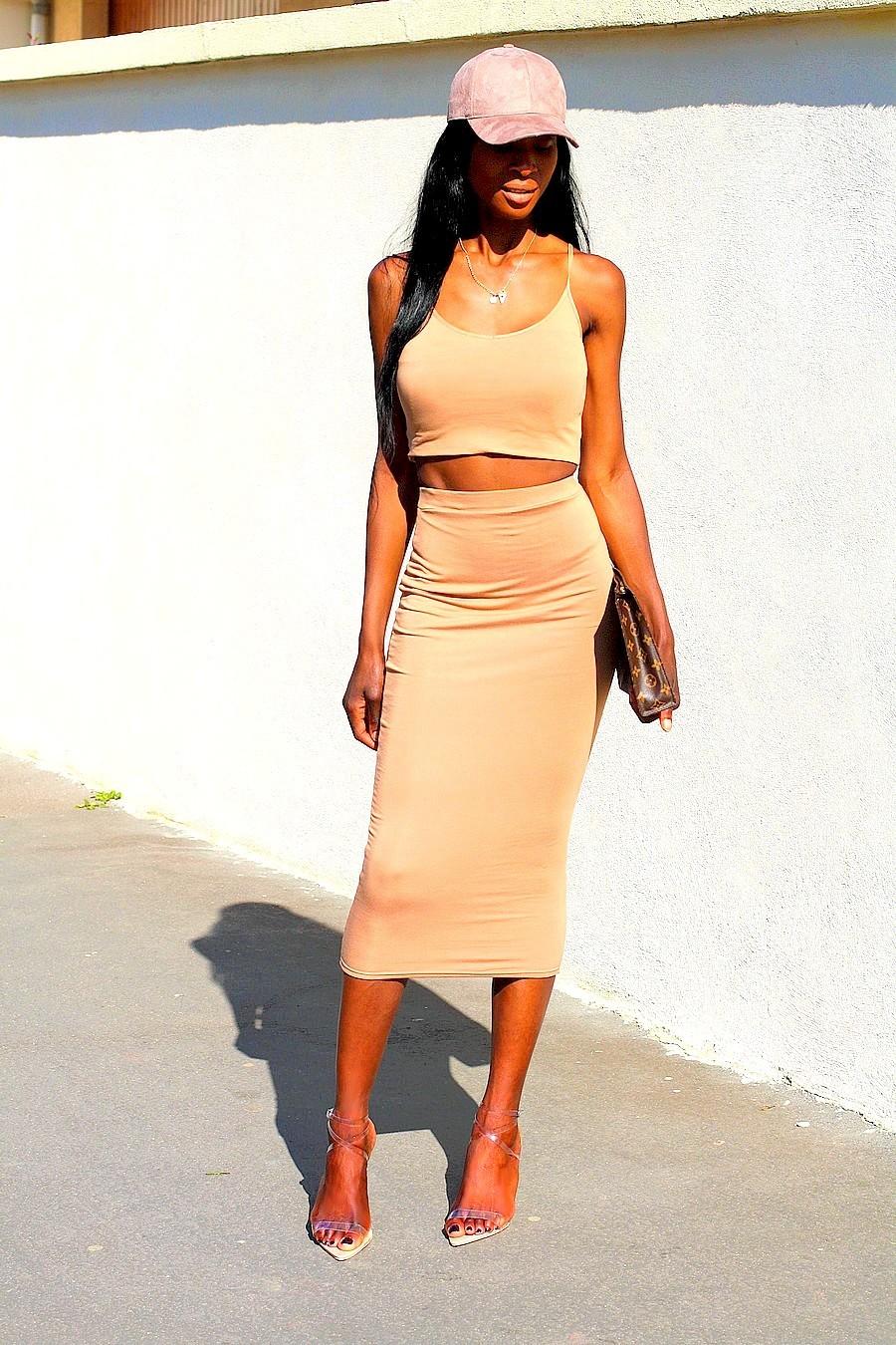 pochette-louis-vuitton-jupe-moulante-brassière-kim-kardashian-inspiration