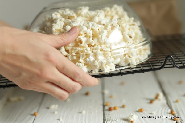 how to use a cooling rack to get unpopped kernels out of a bowl of popcorn