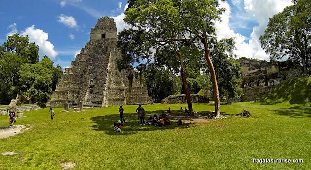 Pirâmide maia em Tikal, Guatemala