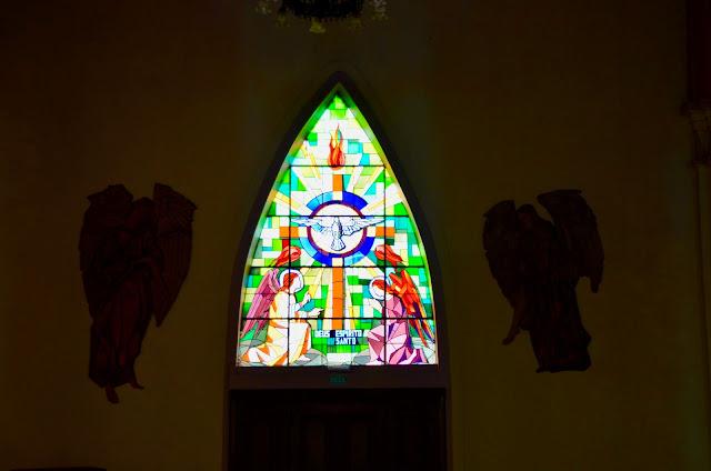 Um dos vitrais lindos da Catedral de Pedra