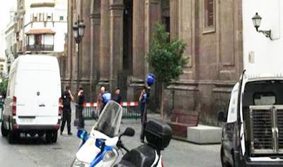Afortunadamente el desalojo de edificios de la plaza de santa Ana por maleta sospechosa quedó en un susto