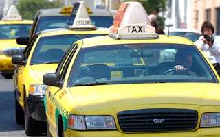 Η αηδιαστική συνήθεια οδηγών ταξί - Κάνουν την ανάγκη τους στο πάρκινγκ του αεροδρομίου της πόλης